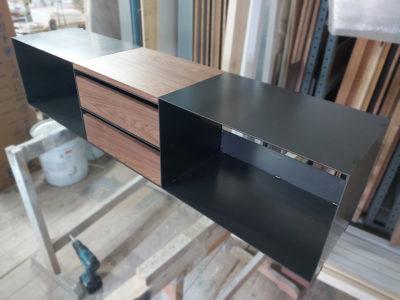 minimalistisches TV Lowboard mit Nussbaum